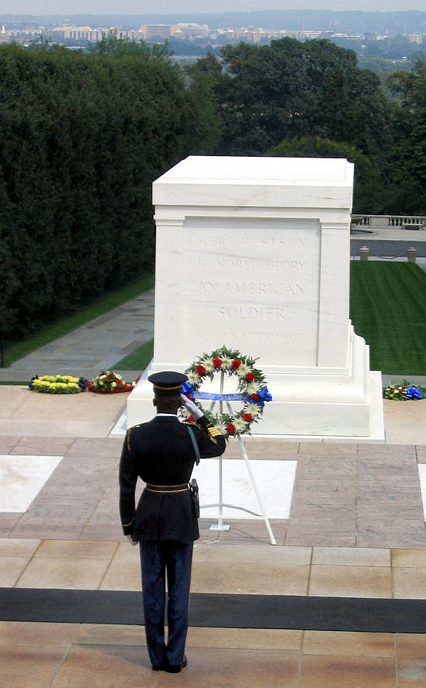 image of tomb of unknown soldier